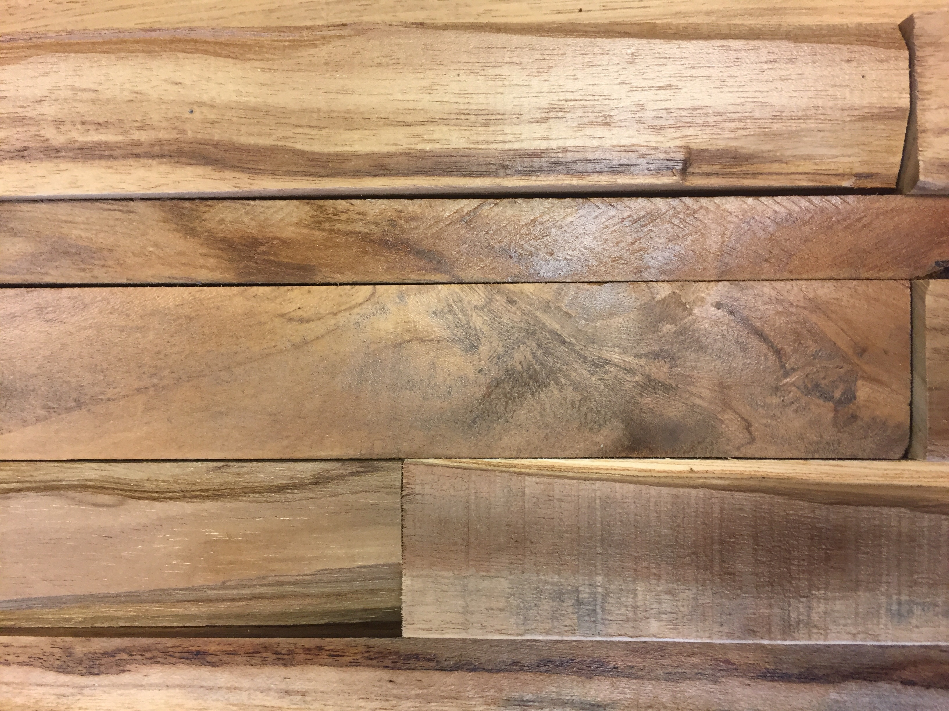 Houtstrips 3d houten wandbekleding for Hout voor traptreden